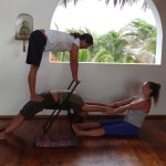 partner-yoga-pose-yoga-teacher-training-peru