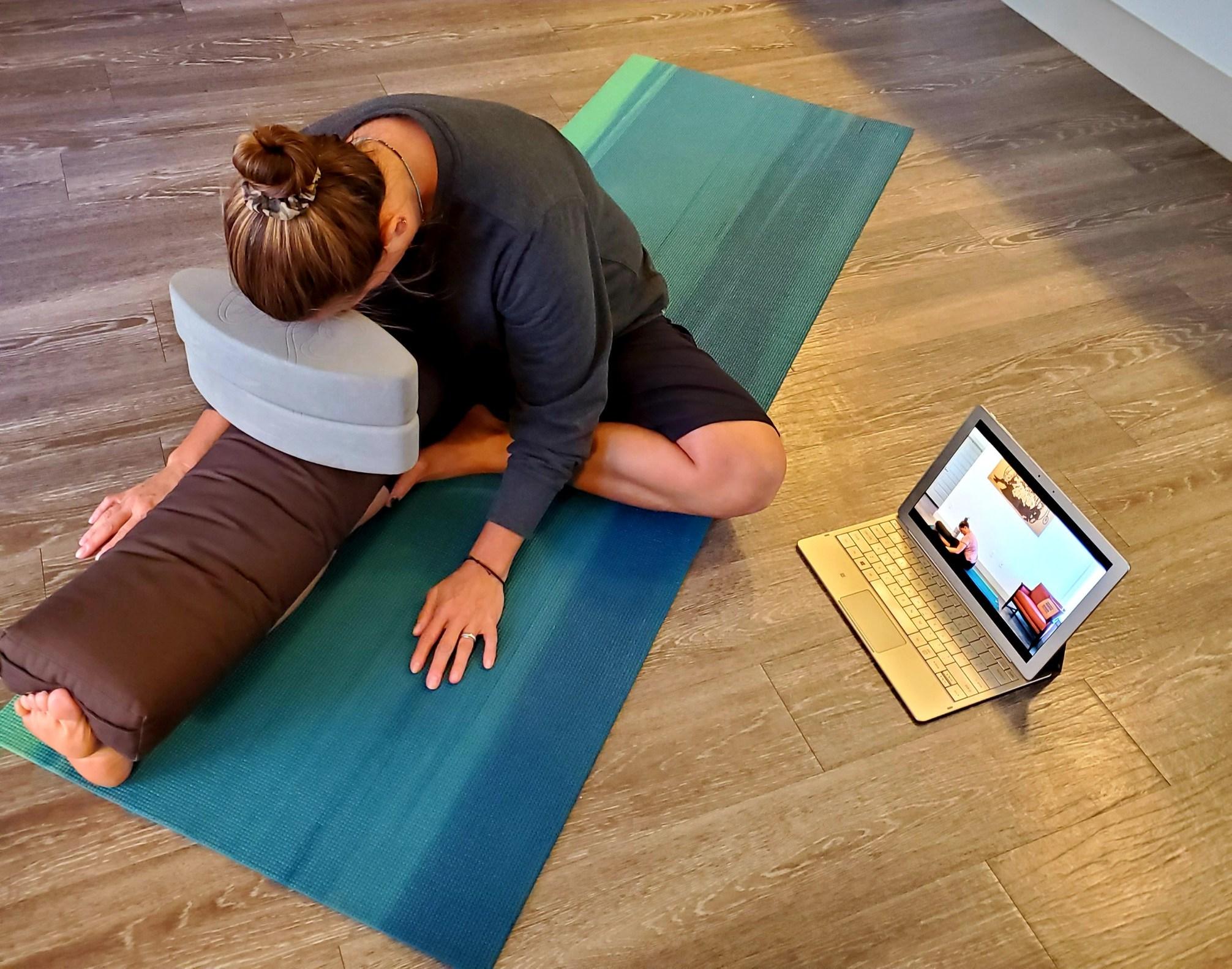 00-Hour Yoga Teacher Training Yoga Yin Yoga